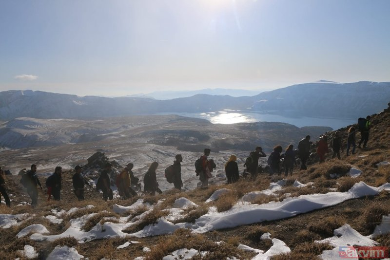Nemrut Dağı'na esrarengiz olay! Dağcılar gözlerine inanamadı