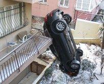 İstanbul'da yollar buz tuttu! Araç asılı kaldı
