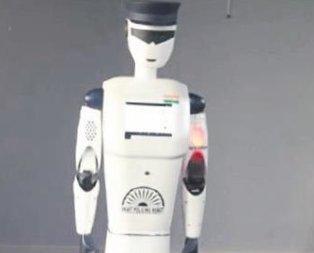 Robot polis göreve hazır