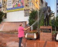 CHP'li başkan heykel suladı