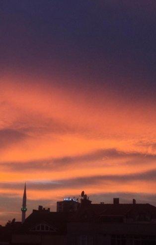 Gökyüzünü gören telefona sarıldı