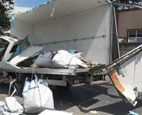 İstanbul'da feci kaza! Kamyon paramparça oldu!
