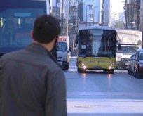 Sağlık çalışanları işe gidecek otobüs bulamıyor!