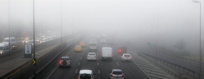 İstanbul'da yoğun sis! 15 Temmuz Şehitler Köprüsü adeta görünmez oldu