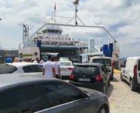 Nüfusu 15 katına çıkan adada trafik kilitlendi