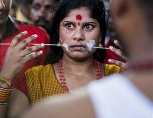 Hindistan'da akıllara durgunluk veren festival