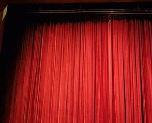 Yeditepe Oyuncuları tiyatrosunu kim kurdu?