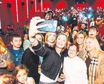 İzmir'de gala izdihamı