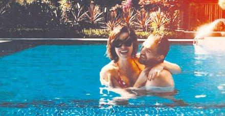 Caner'in havuz romantizmi