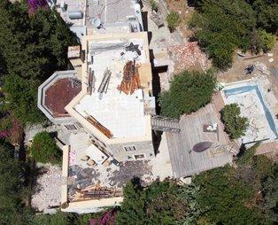 Firari Can Dündar'ın villasındaki kaçak bölümlerin yıkımında yedinci gün de geride kaldı