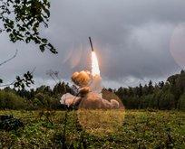 Rus askerin fırlattığı roket askerlerin arasına düştü