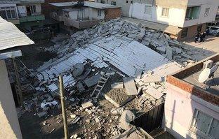 Facia ucuz atlatıldı! 5 katlı bina çöktü