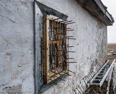 Orada evlerin pencereleri bu halde! Nedeni ise…