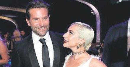 Lady Gaga,  Irina Shayk'la evli olan Bradley Cooper'ı gözleriyle yedi!