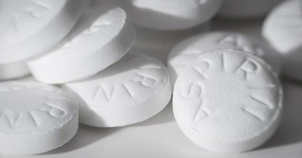 Bir ağrı kesiciden daha fazlası! Aspirini hiç böyle kullandınız mı? Eritip bacağınıza sürdüğünüzde sonuçlara inanamayacaksınız
