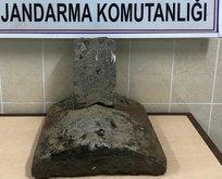 Osmanlı dönemine ait 2 mezar taşı ele geçirildi