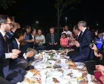 Başkan'dan sürpriz ziyaret! Vatandaşlarla iftar yaptı