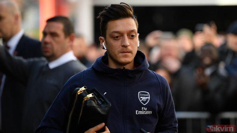 Arsenal'da forma giyen Mesut Özil'e çirkin saldırı!