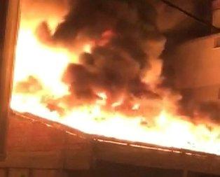 İstanbul'da korkutan yangın! Alevler gökyüzünü kapladı