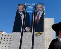 Netanyahu ile Trump aynı afişte! El sıkışma detayı...