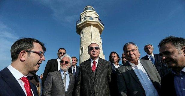 Başkan Erdoğan'ın tanıttığı Demokrasi ve Özgürlükler Adası'nın logosunda Adnan Menderes detayı