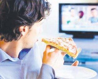 Televizyon açıkken yemek yemeyin