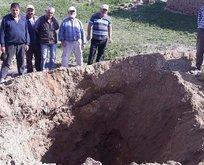 Köyde 30 metre derinliğinde obruk oluştu
