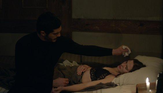 Maraşlı'da dikkat çeken sahne: Alina Boz'un canlandırdığı Mahur hastalanıyor