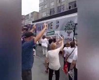 Skandal görüntü! CHP'liler HDP'nin otobüsüne selam çaktı