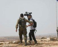 İşgalci İsrail askerleri gazetecileri gözaltına aldı!