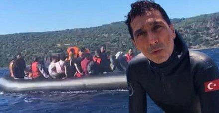Lastik bottaki mülteciler milli dalışçı sayesinde kurtarıldı