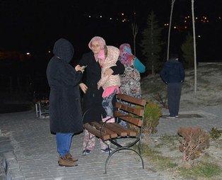 Merkez üssü Akhisar olan 5,4 büyüklüğündeki deprem sonrası vatandaşlar sokağa fırladı