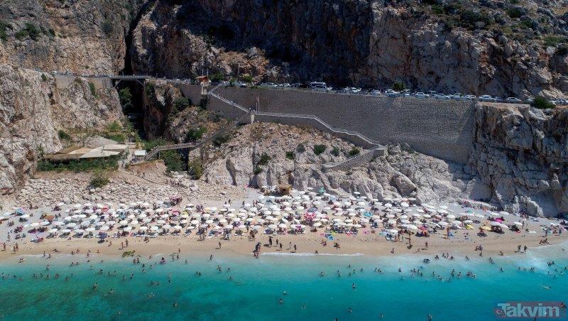 Kaputaş Plajı'da bayram yoğunluğu! Günde 6 bin kişi geldi