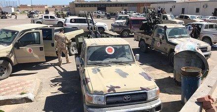 Libya'da UMH birliklerinden Trablus Havalimanı'na üç eksenden operasyon