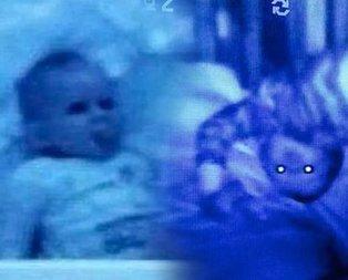 Bebeğinin odasına kamera koydu görüntüleri izleyince kanı dondu