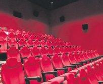 Sinemada koltuğa sıkışan adam öldü