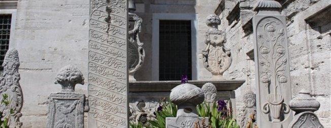 Osmanlı'da mezar taşlarındaki şekiller ne anlama geliyor?