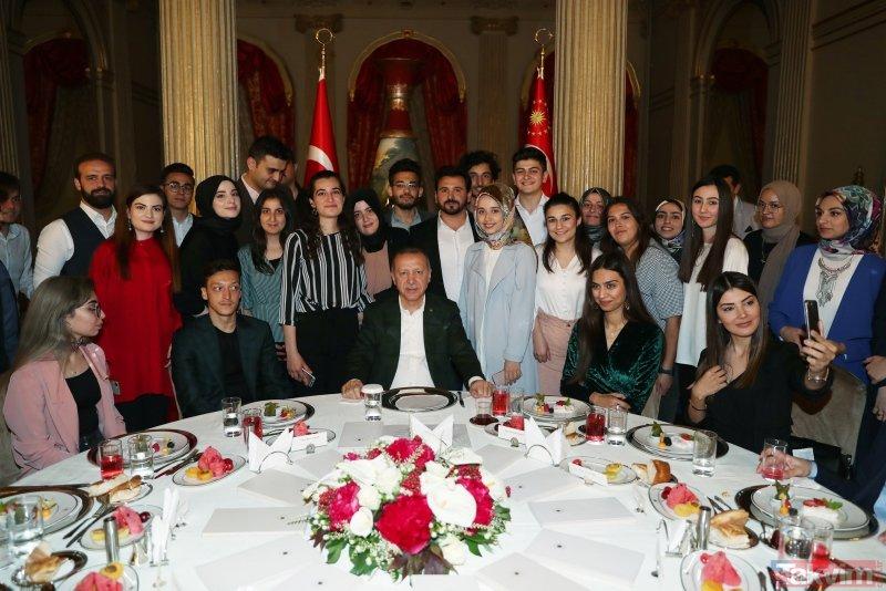 Başkan Erdoğan gençlerle iftarda bir araya geldi