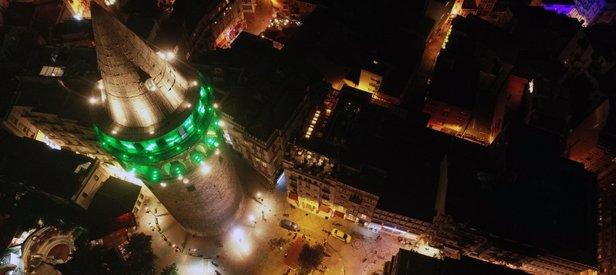 Fatih Sultan Mehmet Köprüsü ve Galata Kulesi yeşile büründü