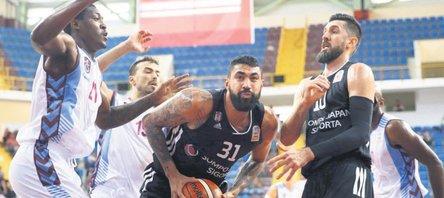 Kartal, Trabzon'u avladı