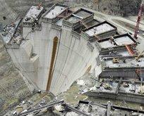 Türkiye'nin en yüksek barajı inşaatında çalışan işçilere ev izni...