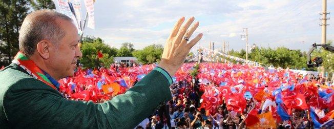 Cumhurbaşkanı Erdoğan Diyarbakır'da coşkuyla karşılandı!