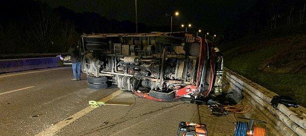 İstanbul'da feci kaza! Kamyon devrildi, ağır yaralılar var