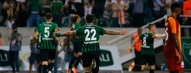 Galatasaray Denizlispor'a yenildi, sosyal medyada capsler patladı!