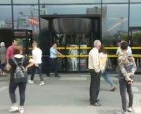 İstanbulda AVMye bomba ihbarı! Giriş çıkışlar kapatıldı