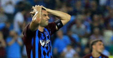 Trabzonspor, Burak Yılmaz'ın kaptanlığını yönetim kurulu kararıyla elinden aldı!