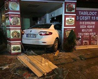 Otomobil dükkana girdi! Ortalık savaş alanına döndü