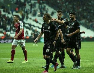 UEFA Avrupa Ligi'nde Beşiktaş sahasında Braga'ya kaybetti, taraftar çıldırdı! 'Abdullah Avcı bu takımın hocası değil'