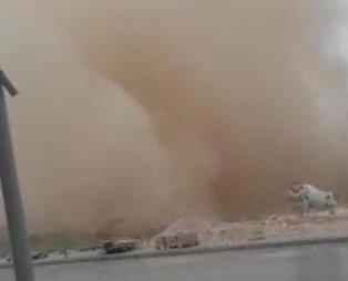 Kırşehir'de toz bulutu oluştu Göz gözü görmüyor