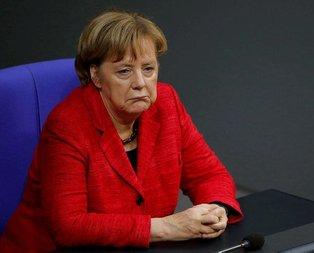 Merkele istifa çağrısı